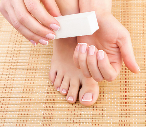 The best mani pedi hacks do it yourself and look great all summer mani pedi hacks solutioingenieria Choice Image